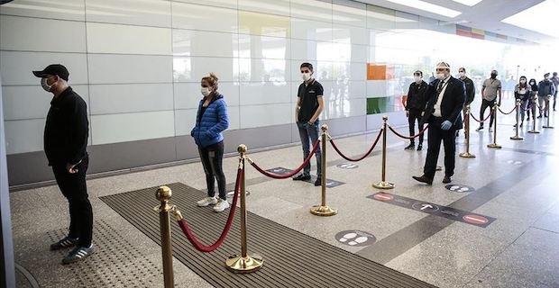Türkiye'de AVM'ler kapılarını yeniden açtı