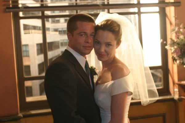 Angelina Jolie ve Brad Pitt dünya evine girdiler
