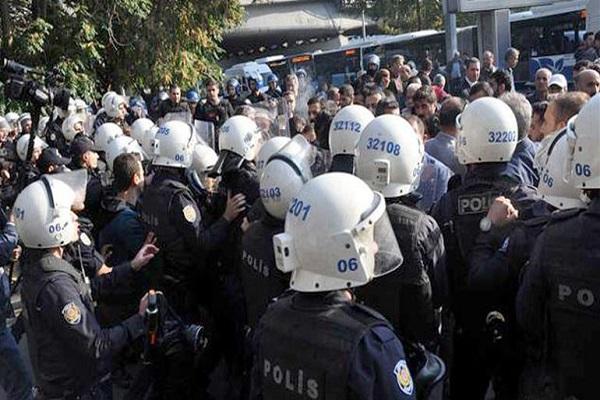 Ankara'da polis toplanan gruba müdahale etti