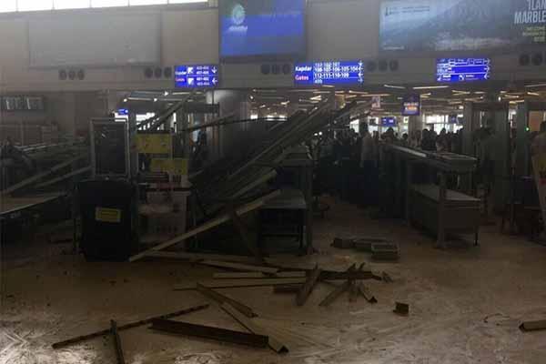 Atatürk Havalimanı'nda asma tavan çöktü, 4 kişi yaralandı