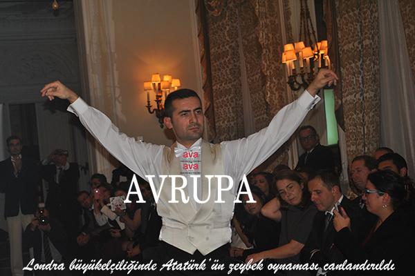 Atatürk'ün zeybek oynaması Londra büyükelçiliğinde canlandırıldı
