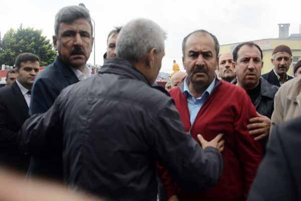 Vezirköprü Belediye Başkanı gazeteciye saldırdı