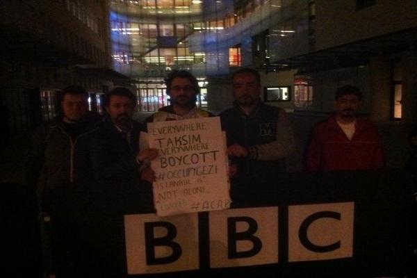 BBC LONDRA HABER MERKEZİ ÖNÜNDE ÇAPULCU EYLEMİ