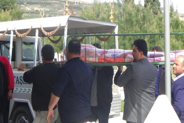 Annesi tarafından öldürülen bebekler toprağa verildi