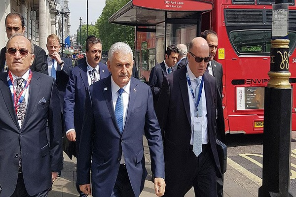 Başbakan Binali Yıldırım Londra'nın ünlü parkında yürüyüş yaptı