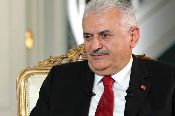 Başbakan Yıldırım'ı İzmir'de 'hayır' pankartıyla karşıladılar
