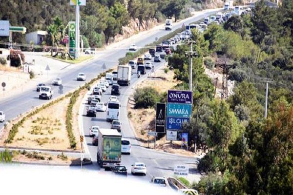 İstanbul'daki yağmurdan kaçanlar Bodrum trafiğini felç etti