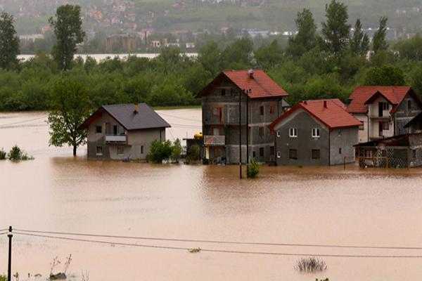 Bosnalı selzedelerin yaralarını Türkiye saracak
