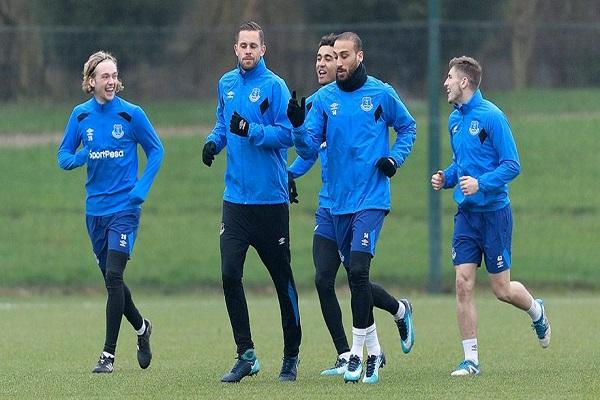 Cenk Tosun Everton formasıyla ilk antrenmanına çıktı