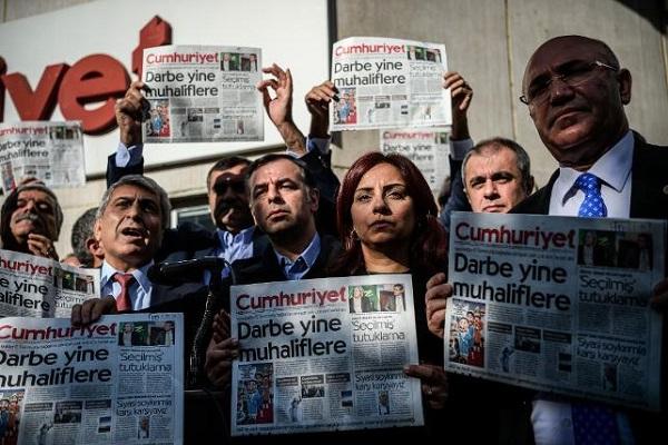 CHP'li milletvekiller Cumhuriyet Gazetesine giderek destek verdi