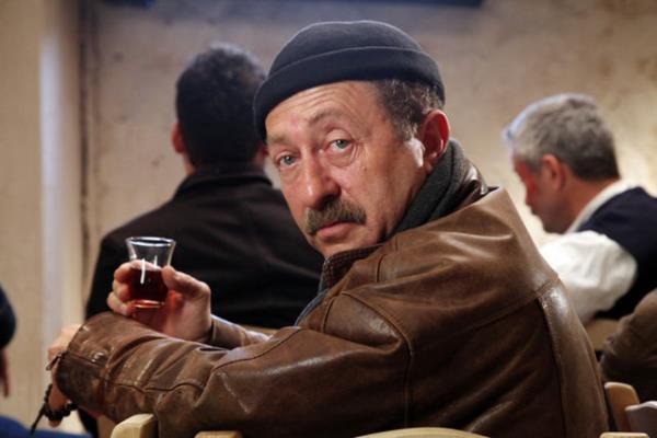 Erkan Can Yas günlerinde tiyatro kapanmaz dedi