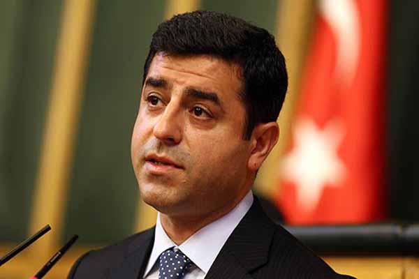 Eski Milletvekili Aysel Tuğluk, Demirtaş'ı ziyaret etti