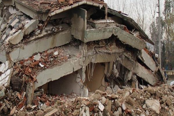 Şiddetli depremde en az 450 kişi hayatını kaybetti