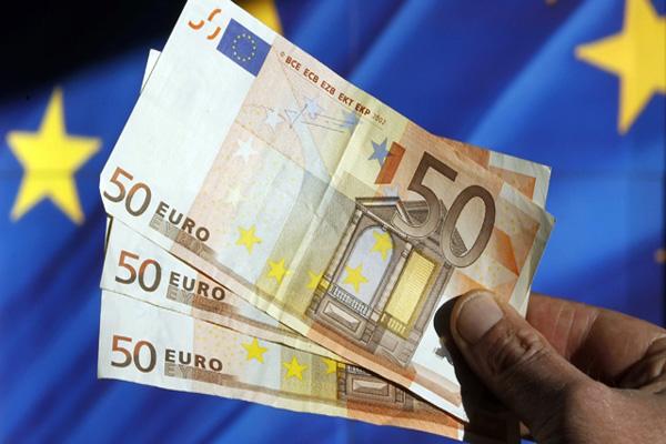 Başbakan Renzi'nin istifa kararı karşısında Euro değer kaybetti