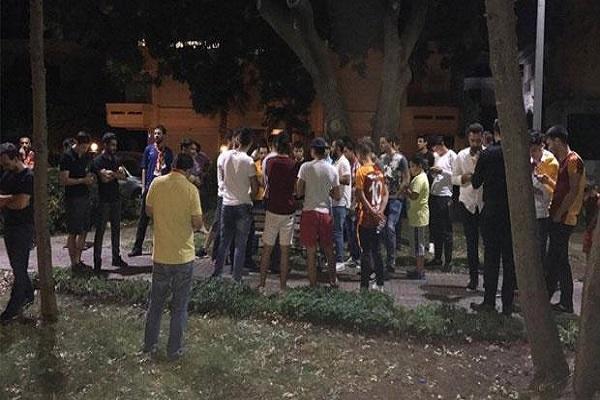 Galatasaraylı taraftarlardan Florya'da yönetime tepki