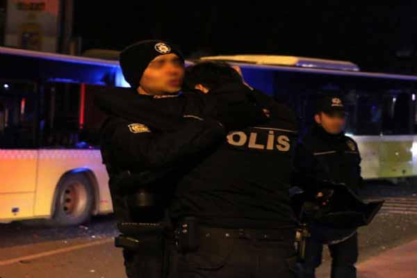 Beşiktaş'taki saldırı sonrası çekilen o fotoğraf yürekleri burktu