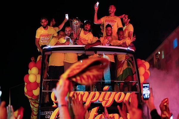 Süper Lig'e yükselen son takım Göztepe'de büyük kutlama