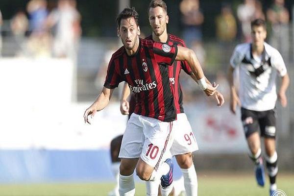 Milan'a transfer olan Hakan Çalhanoğlu ilk sınavını verdi