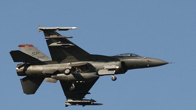 Irak savaş uçaklarının hava saldırısında 20 IŞİD militanı öldü