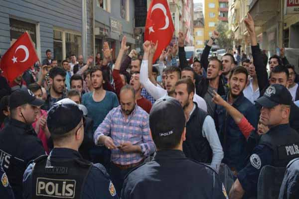 Bursa'da HDP binası önünde tehlikeli gerginlik