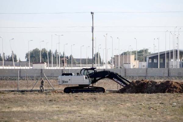 Suriye sınır hattına hendek kazıldı