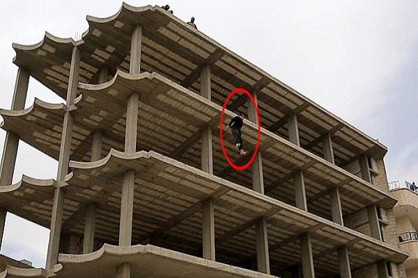 IŞİD, homoseksüel olduğunu iddia eden kişiyi beş katlı binadan attı