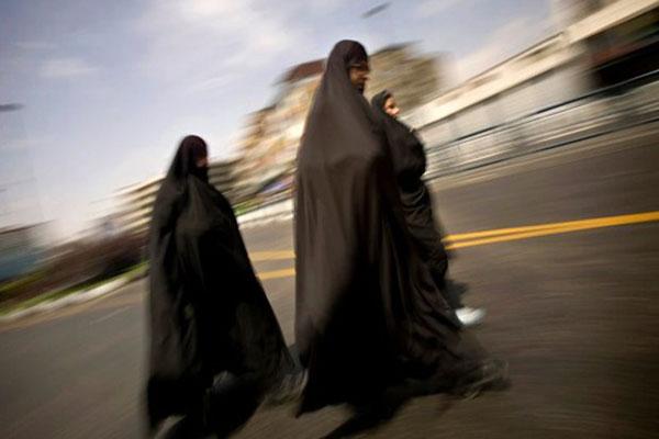 İranlı kadınlara şehir merkezinde asitli saldırı