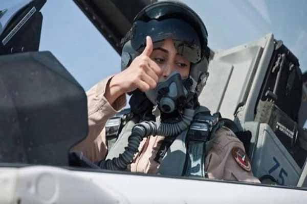 IŞİD'i vuran kadın savaş pilotu