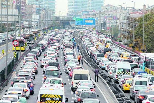 Trafiğe çıkacaklar dikkat, o yollar trafiğe kapatılıyor