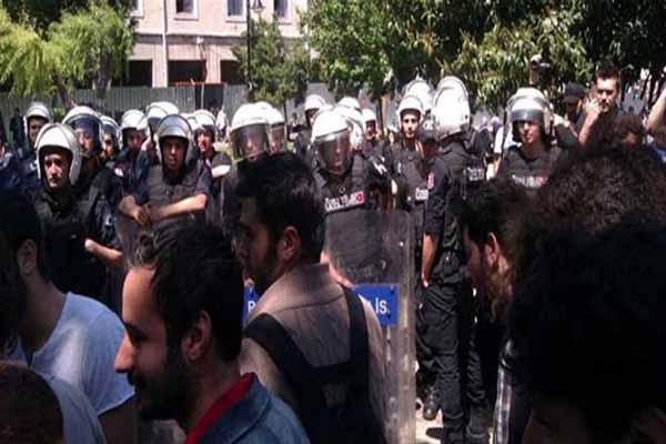 İstanbul Üniversitesi'nde arbede