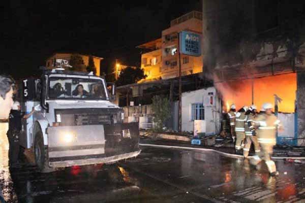 İzmir'de bir market ateşe verildi