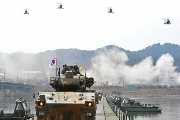 Kuzey ve Güney Kore'de savaş alarmı