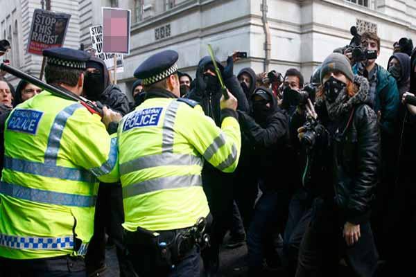 İngiltere'de protestolar büyüyor