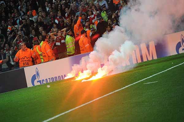 Galatasaray'a UEFA'dan meşale cezası