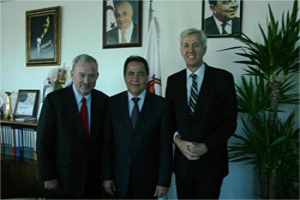 İngiliz milletvekilleri Lefkoşa Belediye Başkanı Fellahoğlu'yla görüştü