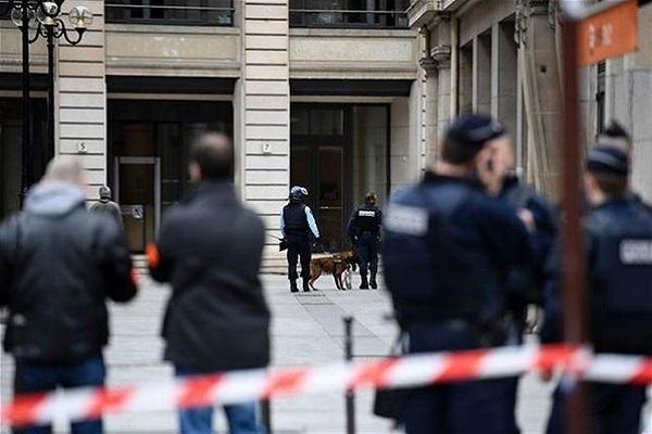Paris'te terör şüphesi polis alarma geçti