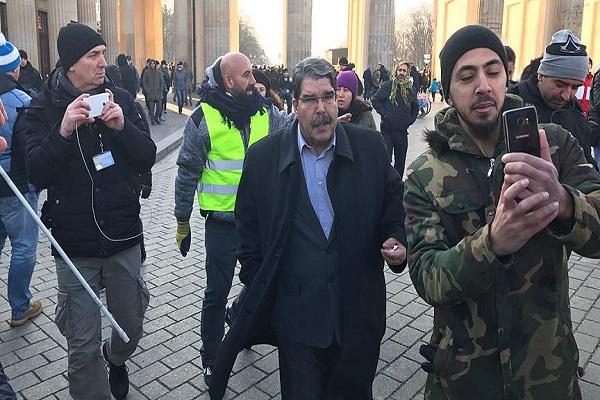 Serbest bırakılan Salih Müslim Berlin'deki PKK mitingine katıldı