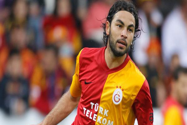 Galatasaray'ın takım kaptanı Selçuk İnan da maaşını TL ile alacak