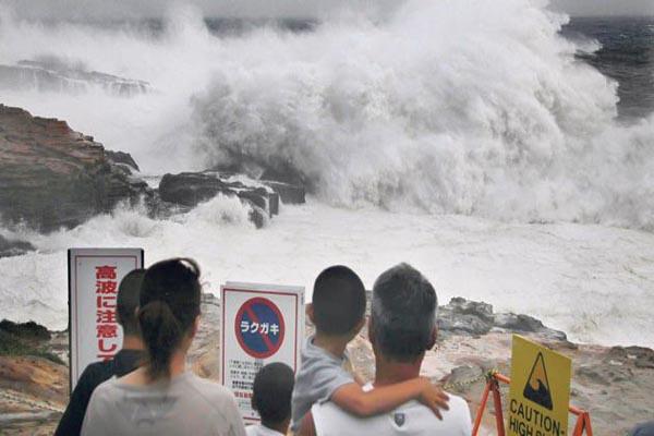 Japonya'daki tayfunda 35 kişi yaralandı