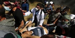 Gösterilerde yaralanan Filistinli gazeteci can verdi