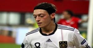 Mesut Özil Almanya Milli Takımından ayrıldı