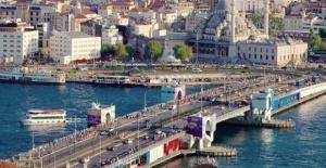 Galata Köprüsü'nde bakım çalışması...