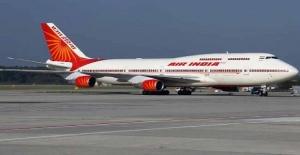 Air India hostesi ölümden kıl payı kurtuldu