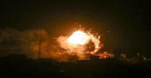 İsrail, Gazze'deki 'El Aksa' binasına 10 füze attı