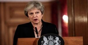 İngiltere Başbakanı May parti içi güven oylamasını kazandı