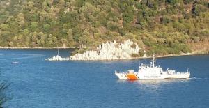 Yunan sahil güvenliği tekneye ateş...