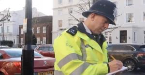 İngiltere'de Türk kökenli polis Ceyhun Uzun'a Kraliçe Elizabeth tarafından ödül ve takdir