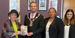 Enfield Belediye Başkanı Sabri Özaydın'a, Limasollular Derneği UK Yönetimi'nden ziyaret