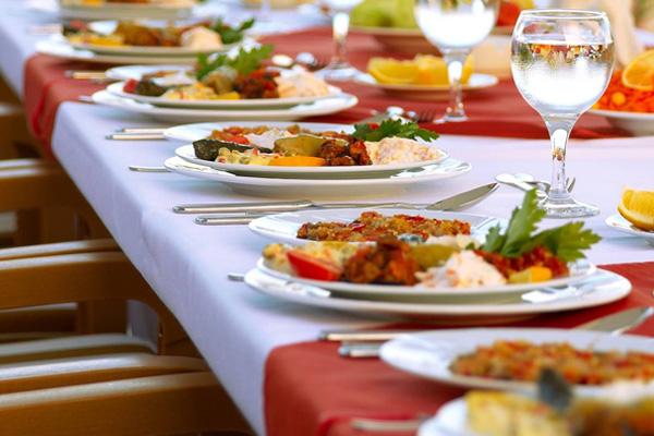 İftar vakti midenizi yormayın sağlıklı bir iftar için ne yemeli