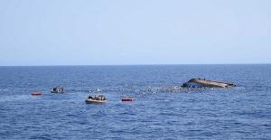 Afrikalı göçmenleri taşıyan tekne battı çok sayıda ölü var